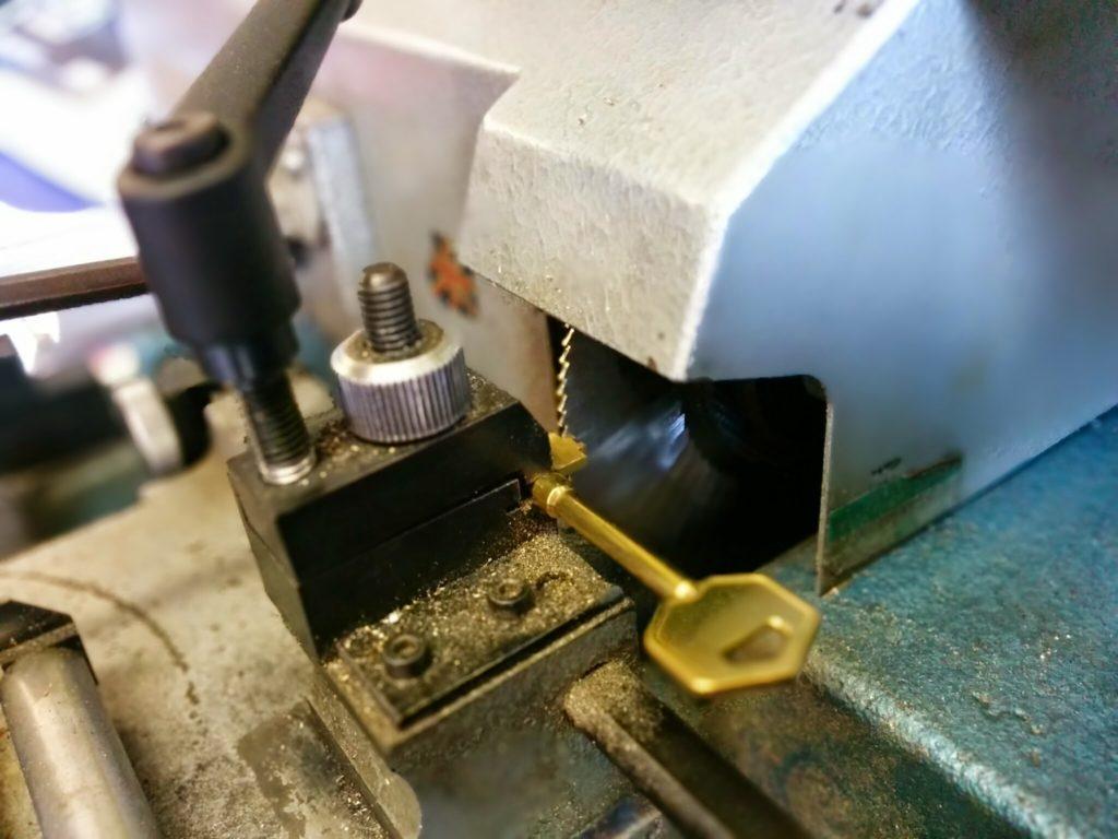 key cutting1